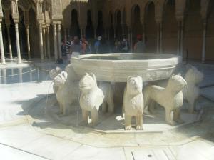 Patio de los leones de la Alhambra, así se ven en la actualidad tras ser restaurados